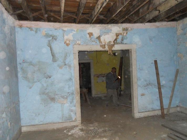 saggy interior wall apartment 3